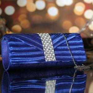Клатч женский, отдел на магните, длинная цепь, цвет ярко-синий