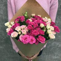 11 кустовых роз в крафт бумаге