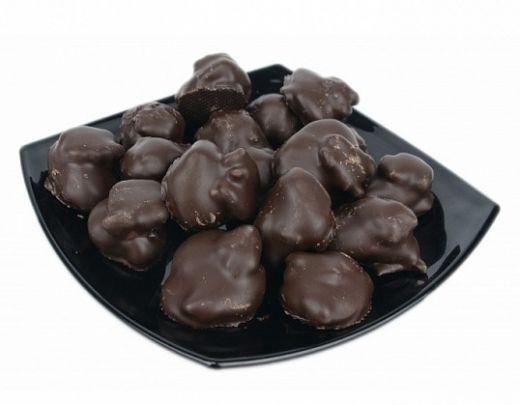 Чернослив с грецким орехом в темном шоколаде