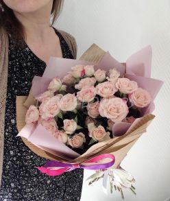 Букет из кустовых роз «Мэлани»