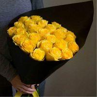 25 желтых роз 60 см в черной упаковке