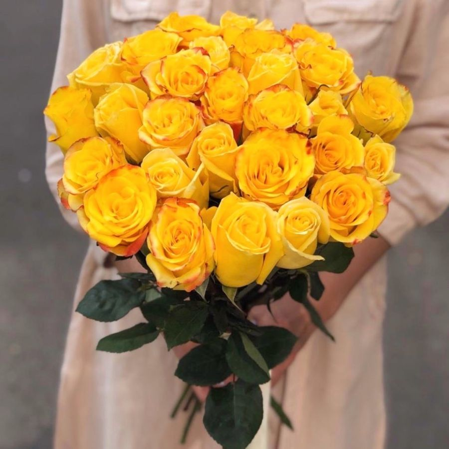 25 желтых роз 50 см