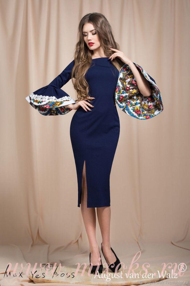 Темно-синее платье футляр с платком