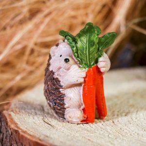 "Сувенир полистоун ""Ёжик с морковкой"" 6х4х3,3 см   3530366"