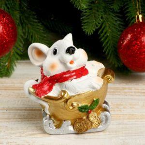 """Сувенир полистоун """"Белый мышонок в золотых санках"""" 9,5х6,5х9,5 см   4169279"""