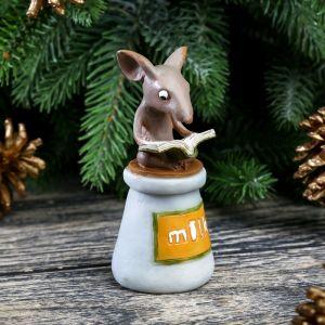 """Сувенир полистоун миниатюра """"Мышонок с книгой на бутылке молока"""" 9х4,3х4,3 см   4128515"""