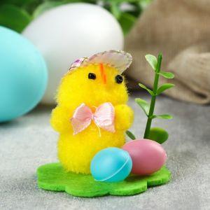 """Сувенир пасхальный """"Цыплёнок в шляпке на лужайке с крашенными яичками""""  4774558"""