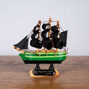 Корабль «Дункан», 10х3х10 см, зеленый корпус, черные паруса   4415135
