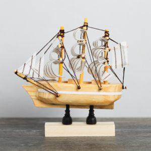 Корабль на фигурной деревянной подставке 8 см, белые паруса 4810993