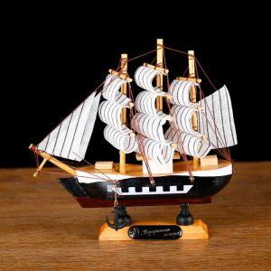 """Корабль сувенирный малый """"Фараон"""",  борты чёрные, каюты, 3 мачты, белые паруса в полоску 444331"""