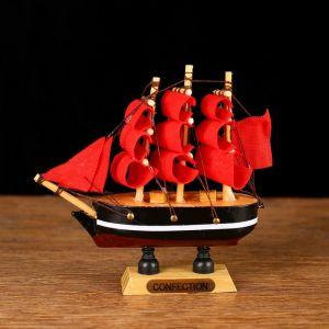 Корабль сувенирный малый «Марианна», борта с белой полосой, паруса алые, микс, 3?10?10 см 564160