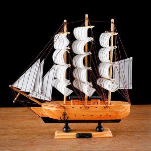 Корабль сувенирный средний «Глиндер», борт светлое дерево, паруса белые, 30х7х30 см 444347