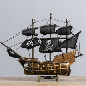 Корабль сувенирный средний «Каймон», светлое дерево, паруса чёрные пиратские, 33х8х29 см 404839
