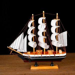 Корабль сувенирный средний «Пилад», борта тёмные, 33х31х5 см 1531144