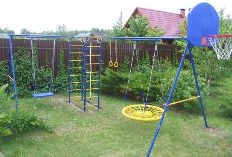 Непоседа-Дачник Модель № 2 Вариант с двумя качелями ( Гнездо + пластик. кач. н/цепях ), баскетбольное кольцо, шир. швед. ст. 530 мм