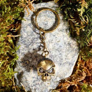 """Брелок из латуни и янтаря """"Череп"""" 1.8х2.5 см 4554787"""