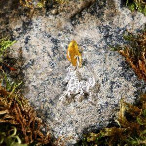 """Брелок-талисман """"Конь"""", натуральный янтарь, посеребрение 5088725"""