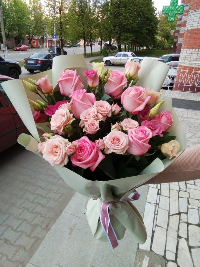 Эустома и кустовая роза