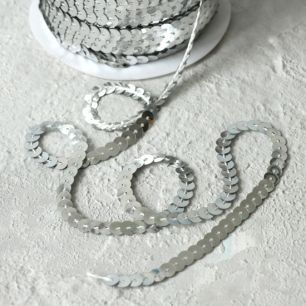 Пайетки на нитях, 6 мм серебряные