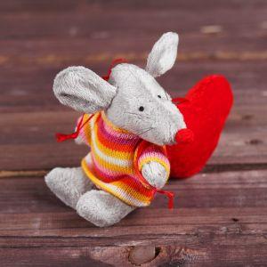 Мягкая игрушка-подвеска «Мышонок в свитере», с красным сердцем
