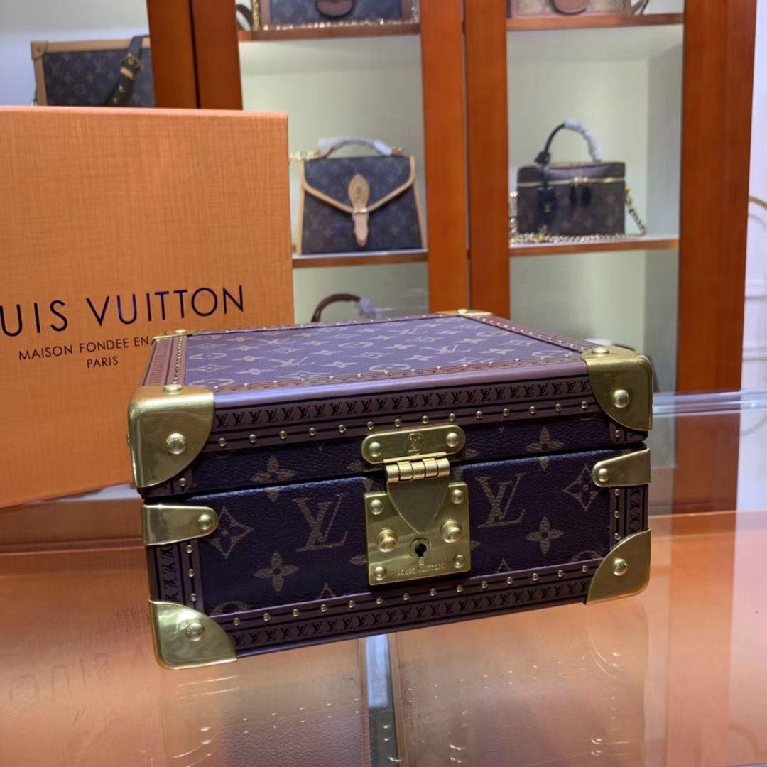Винтажный сундучок Louis Vuitton  для хранения украшений