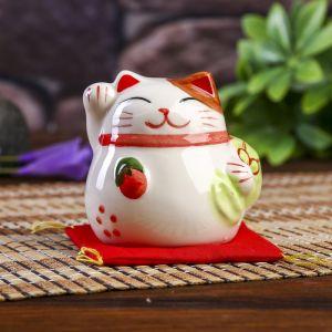 """Сувенир кот копилка керамика """"Манэки-нэко с мешком на подушке"""" 6,5х7,5х6,3 см   4103842"""