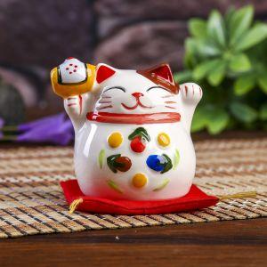 "Сувенир кот копилка керамика ""Манэки-нэко с молотком на подушке"" 6,5х7,5х6,3 см   4103843"