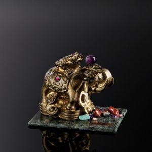 "Сувенир ""Слон с лягушкой"", 7х10х7 см, змеевик, гипс, минералы   4746699"