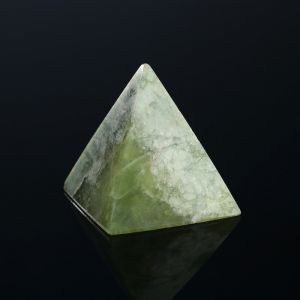 Нефтритовая пирамидка 4851086