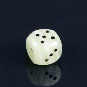 Кубик игральный малый , оникс    4632987
