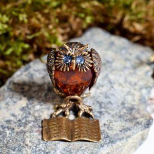 """Сувенир из латуни и янтаря """"Сова на книге"""" 2359307"""