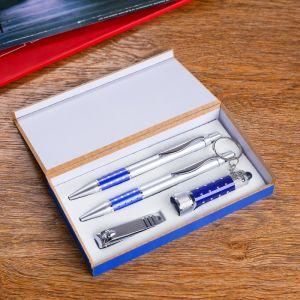 Набор подарочный 4в1 (2 ручки, кусачки, фонарик синий) 592583