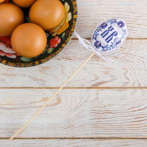 Пасхальный сувенир на палочке «ХВ»