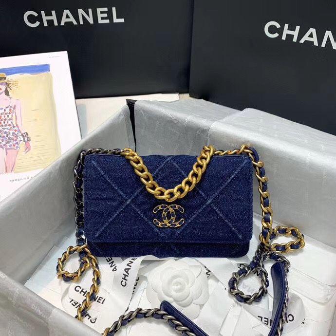 Chanel 19 cm