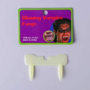 Зубы «Дракула»