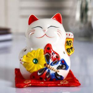 "Сувенир керамика свет ""Кот манэки-нэко с бабочкой и цветком"" 10,5х8х7,5 см   4780312"