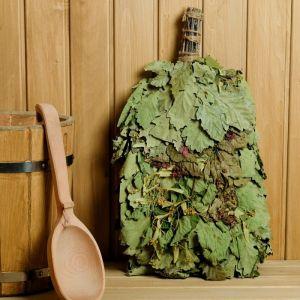 """Веник для бани """"Ароматы леса"""" из кавказского дуба с травами, в индивидуальной упаковке   4584061"""