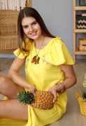 Края воланчиков обработаны золотистой атласной тесьмой в цвет ананасов