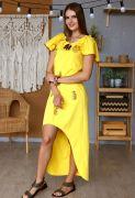 Асимметричный подол легкого платья привлекает внимание к ножкам, даёт простор движению.