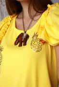 На груди один ананас вручную расшит золотистым чешским бисером.