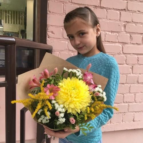 Букет с одноголовой хризантемой