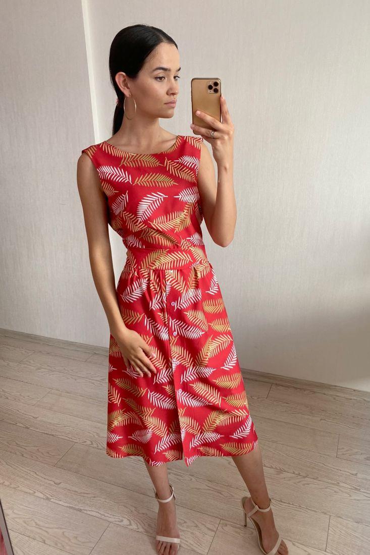 s1814 Платье с вырезом на спине красное