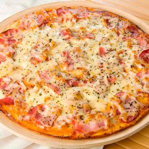 Пицца с беконом и белым соусом 27см