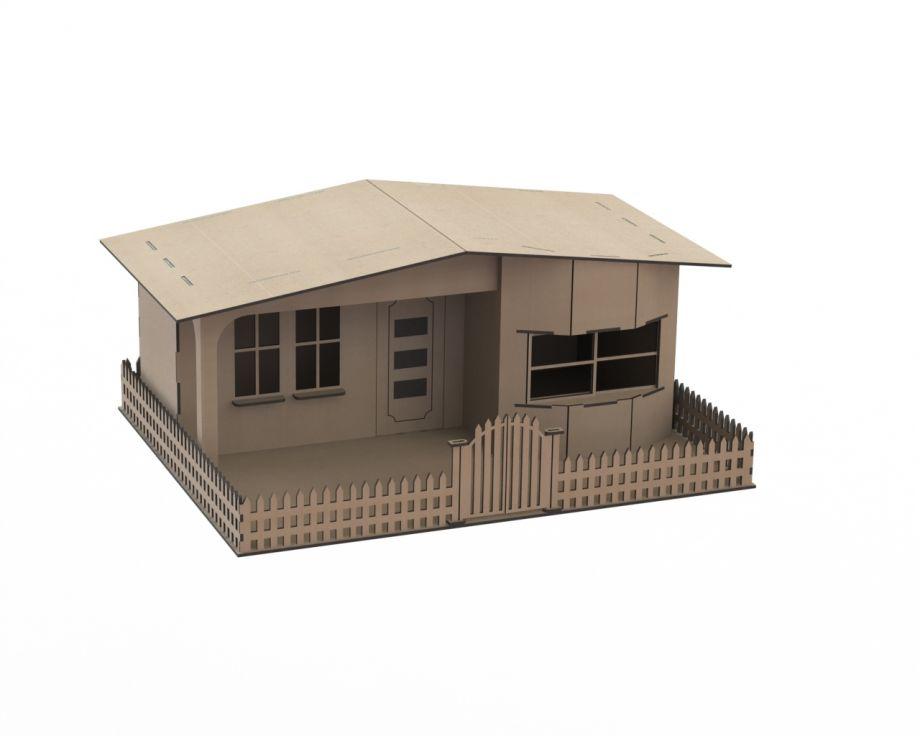 Дом сельский с забором из дерева