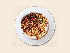 191 Лапша жареная с говядиной (помидор, лук, морковь, перец)