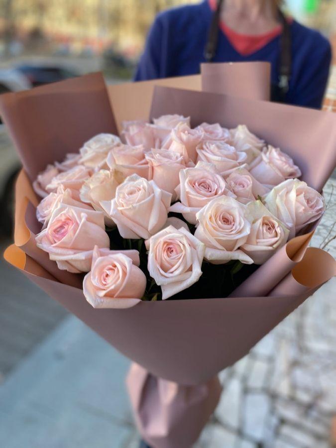 Нежные розы в упаковке