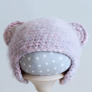 Вязаная шапочка Мишка серо-розовый меланж