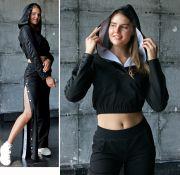 женские брюки на кнопках и кроп-топ с капюшоном