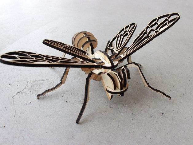 Пчела из натурального дерева