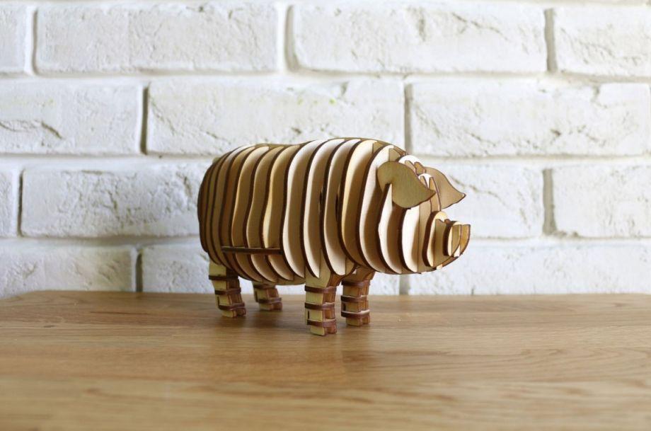 Свинья из натурального дерева